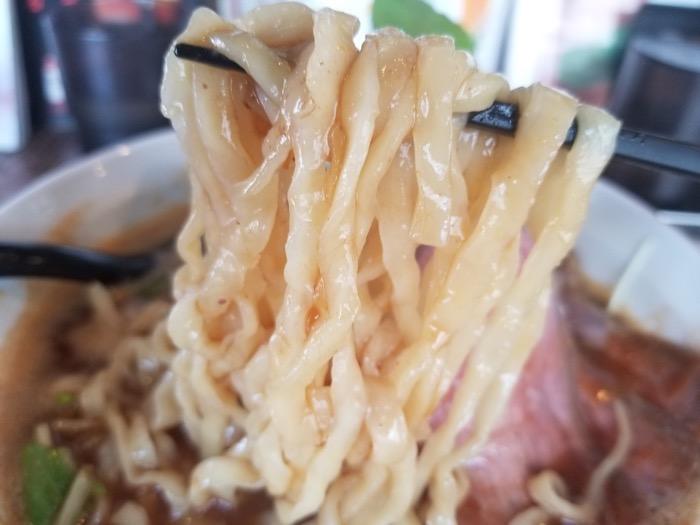 牛骨らーめんの麺