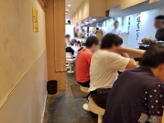 武道家 賢斗のカウンター席